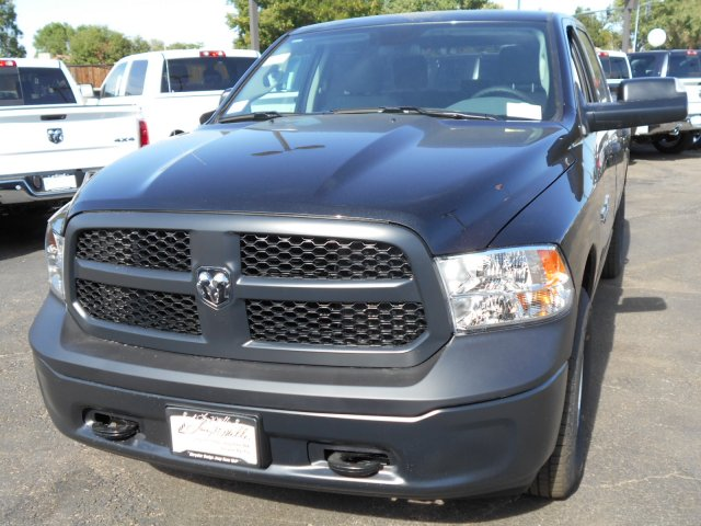 2017 Ram 1500 Crew Cab 4x4, Pickup #HS871050 - photo 3
