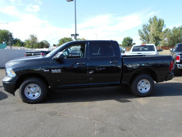 2017 Ram 1500 Crew Cab 4x4, Pickup #HS871050 - photo 4