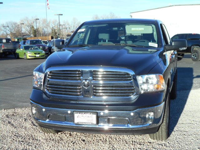 2017 Ram 1500 Crew Cab 4x4, Pickup #HS876428 - photo 4