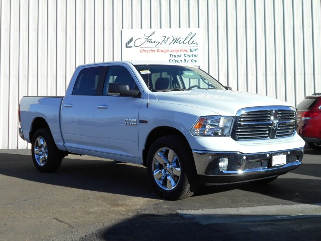 2017 Ram 1500 Crew Cab 4x4, Pickup #HS881393 - photo 3