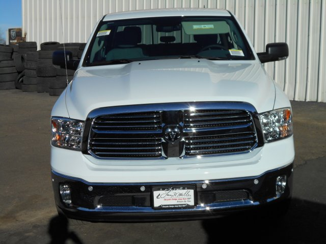 2017 Ram 1500 Crew Cab 4x4, Pickup #HS881393 - photo 4
