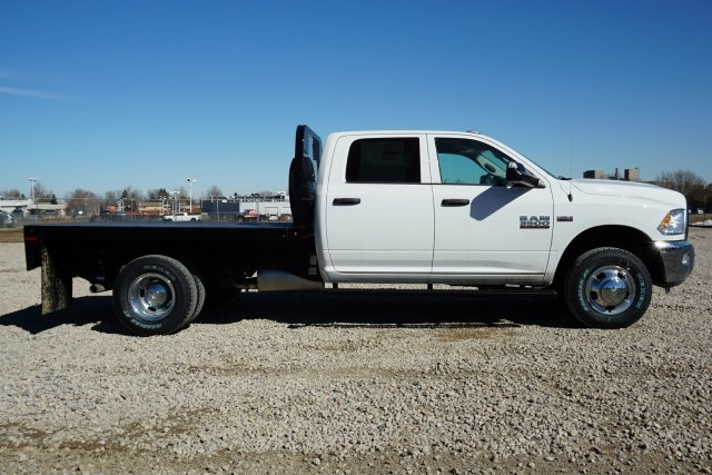 2018 Ram 3500 Crew Cab DRW 4x4, Platform Body #JG104567 - photo 3
