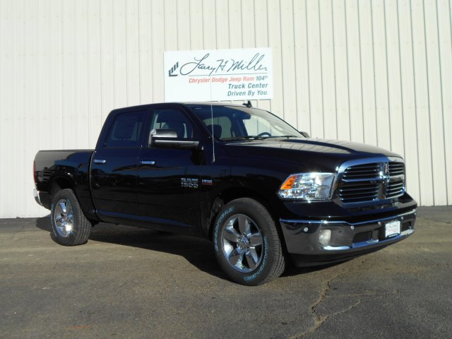 2018 Ram 1500 Crew Cab 4x4, Pickup #JG131173 - photo 3