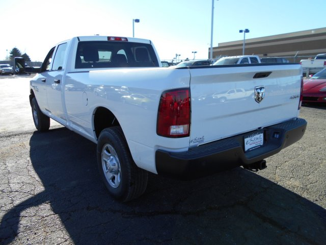 2018 Ram 3500 Crew Cab 4x4 Pickup #JG158967 - photo 2