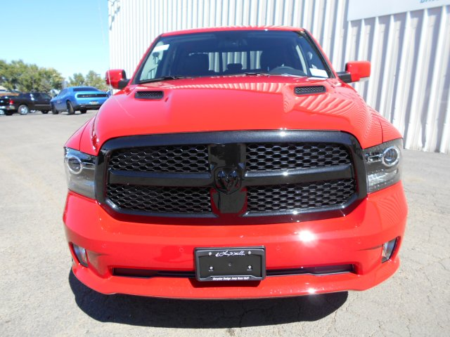 2018 Ram 1500 Crew Cab 4x4, Pickup #JS111165 - photo 3