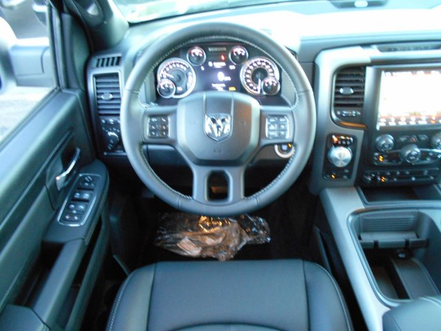 2018 Ram 1500 Crew Cab 4x4, Pickup #JS164083 - photo 10