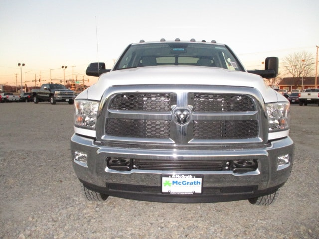 2018 Ram 3500 Regular Cab DRW 4x4, Auto Truck Group Platform Body #D180152 - photo 3