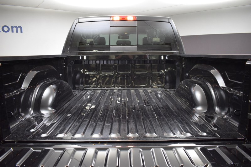 2018 Ram 1500 Crew Cab 4x4,  Pickup #D180636 - photo 5
