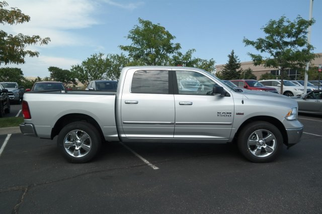 2017 Ram 1500 Crew Cab 4x4 Pickup #171064 - photo 4