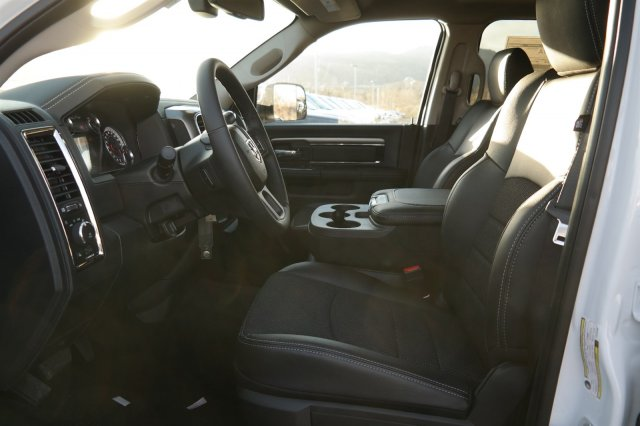2018 Ram 3500 Crew Cab 4x4 Pickup #18175 - photo 10