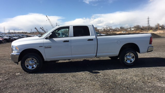 2018 Ram 3500 Crew Cab 4x4, Pickup #R2282 - photo 5