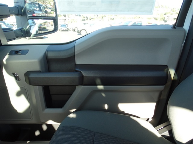 2017 F-550 Regular Cab DRW Cab Chassis #HEB22572 - photo 23