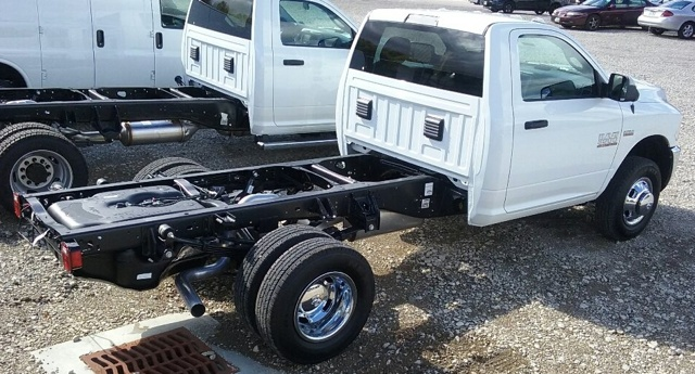 2017 Ram 3500 Regular Cab DRW 4x4 Cab Chassis #E18935 - photo 3