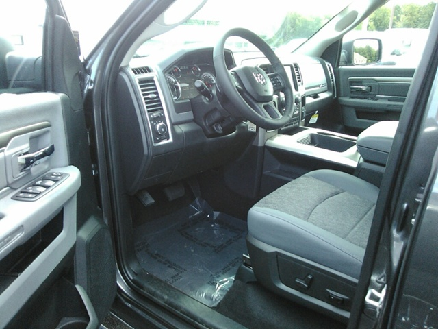 2018 Ram 1500 Crew Cab 4x4, Pickup #E20037 - photo 8