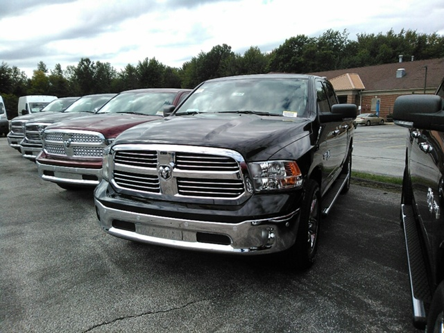 2018 Ram 1500 Crew Cab 4x4 Pickup #E20047 - photo 3