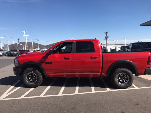 2017 Ram 1500 Crew Cab 4x4, Pickup #R61051 - photo 8