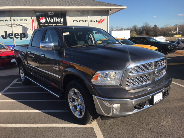 2017 Ram 1500 Crew Cab 4x4, Pickup #R61061 - photo 4