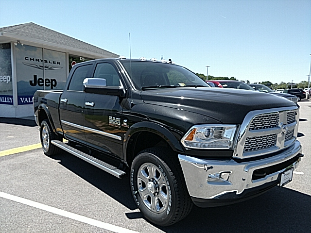 2017 Ram 3500 Crew Cab 4x4, Pickup #R61087 - photo 4