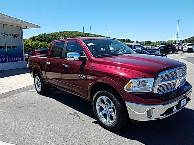 2017 Ram 1500 Crew Cab 4x4, Pickup #R61110 - photo 4