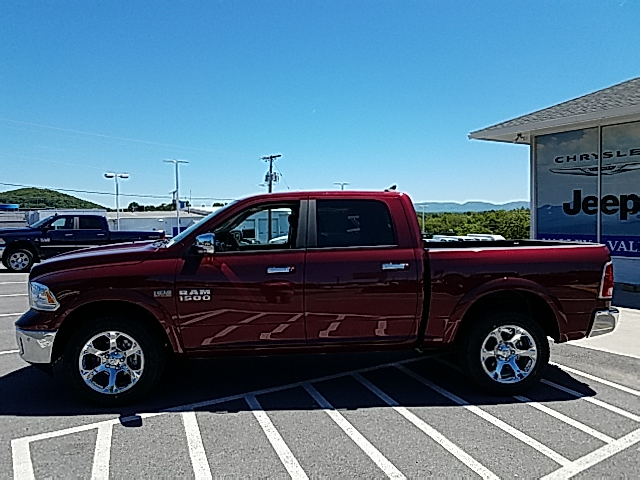 2017 Ram 1500 Crew Cab 4x4, Pickup #R61110 - photo 8