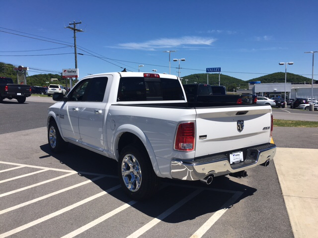 2017 Ram 1500 Crew Cab 4x4, Pickup #R61112 - photo 2