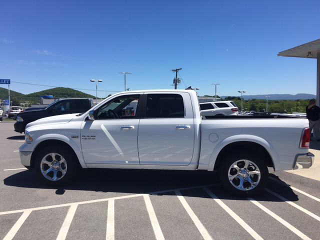 2017 Ram 1500 Crew Cab 4x4, Pickup #R61112 - photo 8