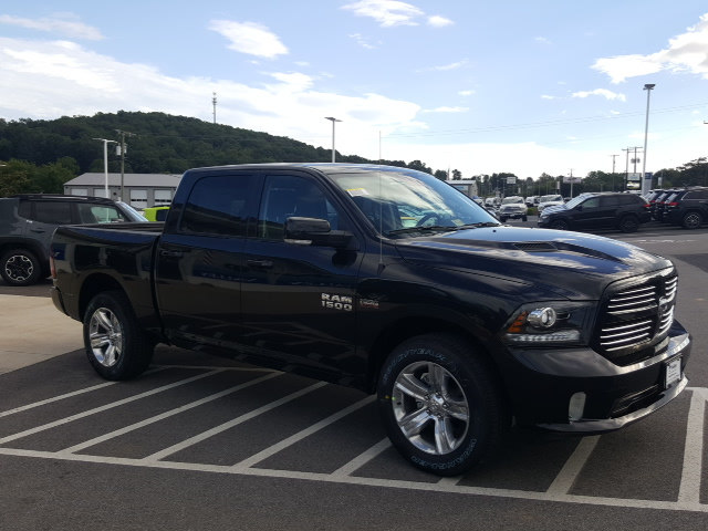 2017 Ram 1500 Crew Cab 4x4 Pickup #R61166 - photo 4