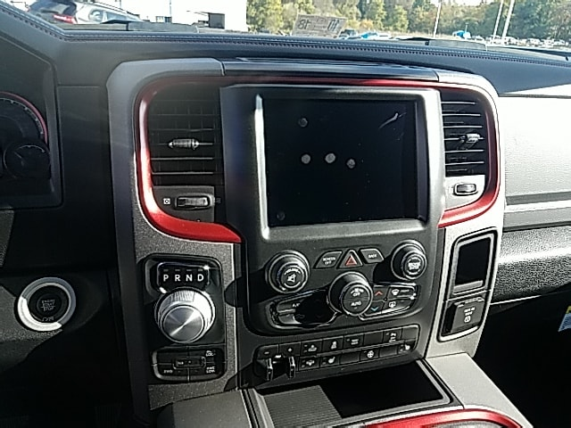 2018 Ram 1500 Crew Cab 4x4 Pickup #R61187 - photo 15
