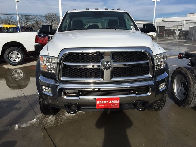 2017 Ram 5500 Regular Cab DRW 4x4, Cab Chassis #R1155 - photo 3