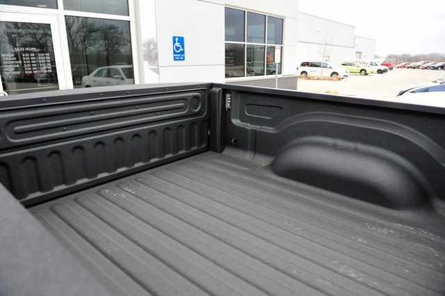 2017 Ram 1500 Crew Cab 4x4, Pickup #R1229 - photo 21