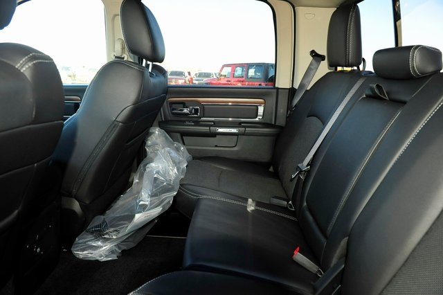 2017 Ram 1500 Crew Cab 4x4, Pickup #R1248 - photo 18