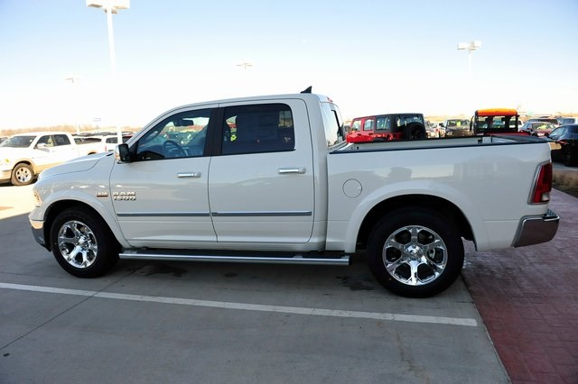 2017 Ram 1500 Crew Cab 4x4, Pickup #R1248 - photo 28