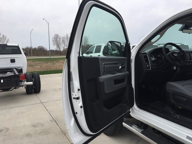 2017 Ram 5500 Regular Cab DRW 4x4, Cab Chassis #R1264 - photo 9
