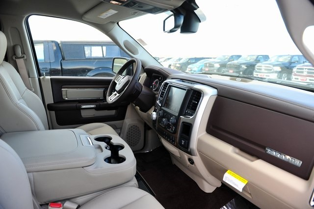 2017 Ram 1500 Crew Cab 4x4, Pickup #R1334 - photo 23