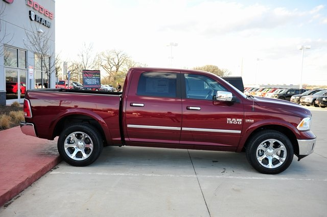 2017 Ram 1500 Crew Cab 4x4, Pickup #R1334 - photo 25