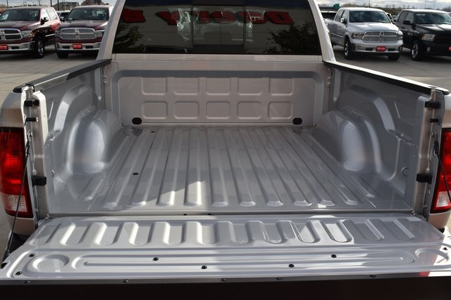 2018 Ram 1500 Crew Cab 4x4 Pickup #R1650 - photo 19