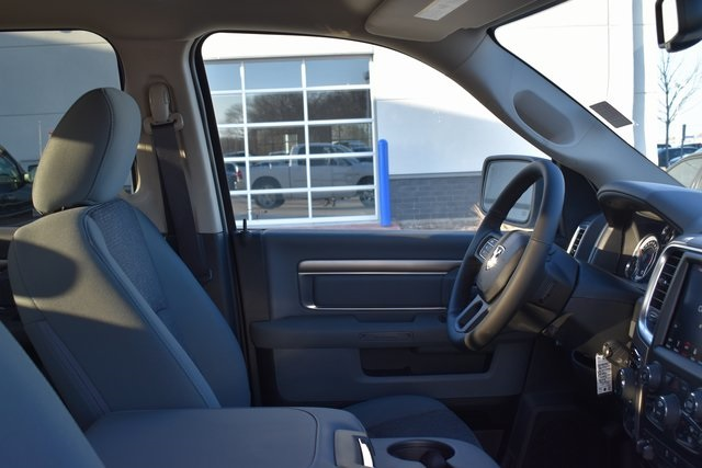 2018 Ram 1500 Crew Cab 4x4, Pickup #R1651 - photo 30