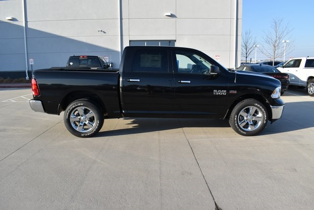 2018 Ram 1500 Crew Cab 4x4, Pickup #R1681 - photo 3