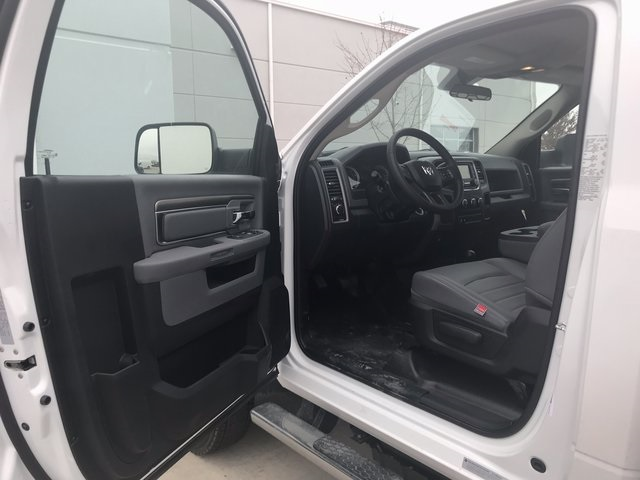 2018 Ram 5500 Regular Cab DRW 4x4, Knapheide Value-Master X Platform Body #R1724 - photo 14