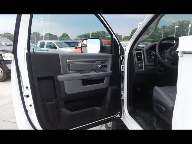 2018 Ram 3500 Regular Cab DRW 4x4,  Reading SL Service Body #R1970 - photo 13