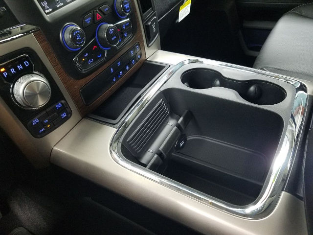 2017 Ram 1500 Crew Cab 4x4 Pickup #17774-1 - photo 19