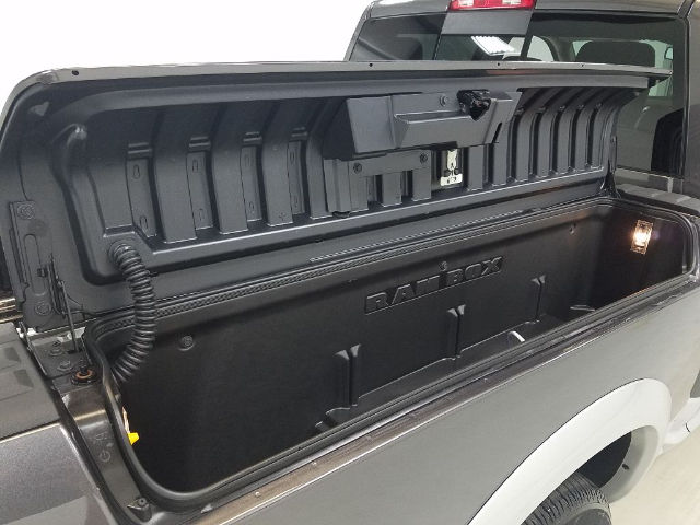 2017 Ram 1500 Crew Cab 4x4 Pickup #17774-1 - photo 5