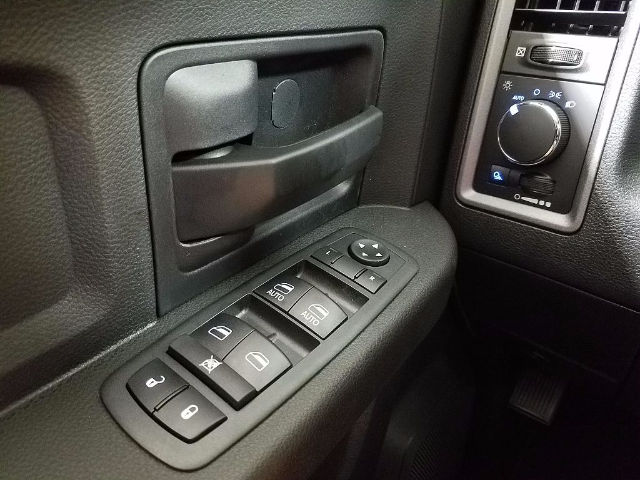 2018 Ram 3500 Crew Cab 4x4 Pickup #18122 - photo 21