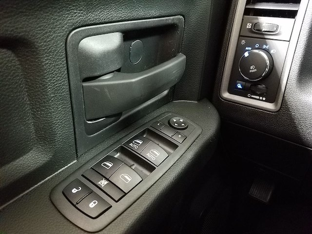 2018 Ram 1500 Quad Cab, Pickup #18754 - photo 21