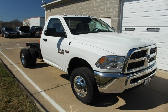 2017 Ram 3500 Regular Cab DRW 4x4, Cab Chassis #DR7199 - photo 3