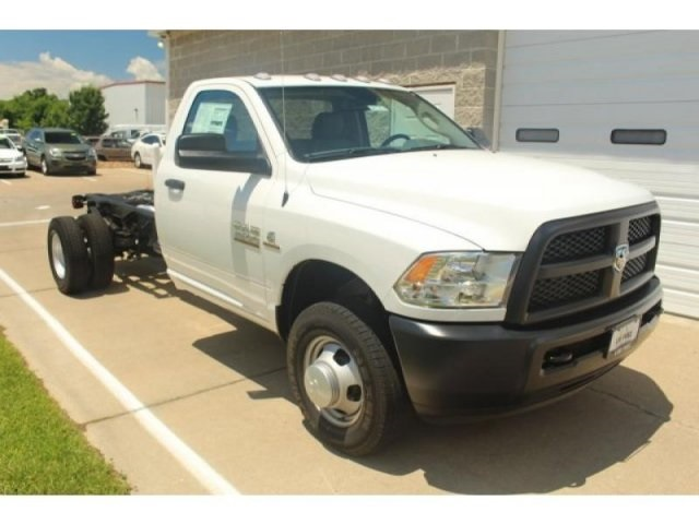 2017 Ram 3500 Regular Cab DRW 4x4, Cab Chassis #DR7274 - photo 3