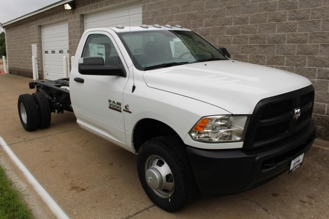 2017 Ram 3500 Regular Cab DRW, Cab Chassis #DR7326 - photo 3