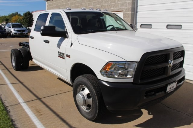 2018 Ram 3500 Crew Cab DRW 4x4, Cab Chassis #DR8016 - photo 3