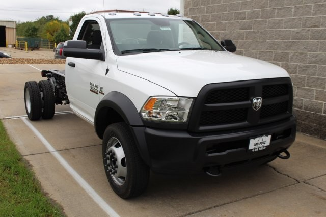 2018 Ram 4500 Regular Cab DRW 4x4, Cab Chassis #DR8026 - photo 3