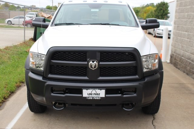 2018 Ram 4500 Regular Cab DRW 4x4, Cab Chassis #DR8026 - photo 4